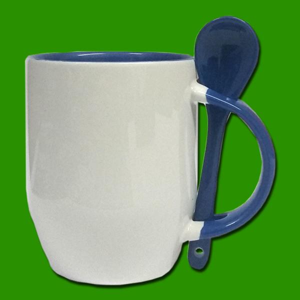 Modra dvobarvna skodelica z žličko