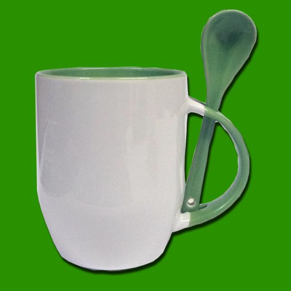 Zelena dvobarvna skodelica z žličko